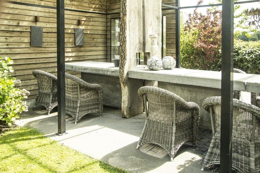 garden with a concrete patios